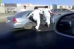 Video - Autobahn-Surfen auf Sandalen!