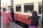 Video - der lange Zug in Myanmar hält nicht im Vorort
