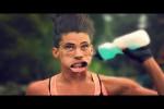 Video - Verzerrte Gesichter in Zeitlupe