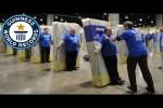 Video - Das größte menschliche Matratzen-Domino
