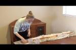 Video - Frau isst 1,5 Meter Baguette