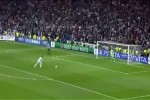 Video - Felix Baumgartner findet den Ball von Sergio Ramos
