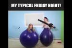 Video - Zwei Mädels spielen mit großen Ballons