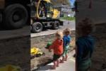 Video - Cooler Baggerfahrer