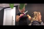 Video - Haarsträhne in der Hand