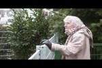 Video - Realer Irrsinn: Die eingezäunte Dame in Bielefeld - extra 3