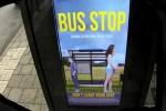 Video - Photoshop-Verarschung an einer Bushaltestelle